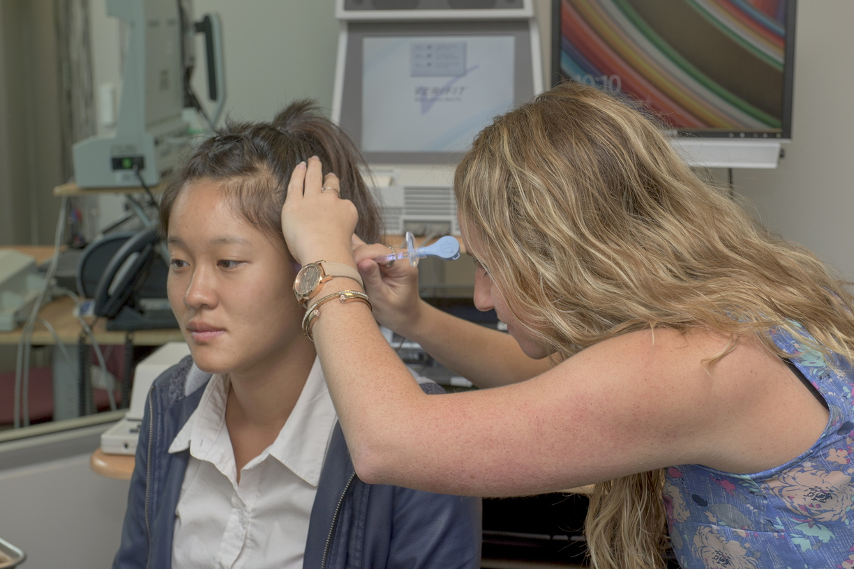 15-SLH_Clinic-Audiology-0806-RB-20.jpg
