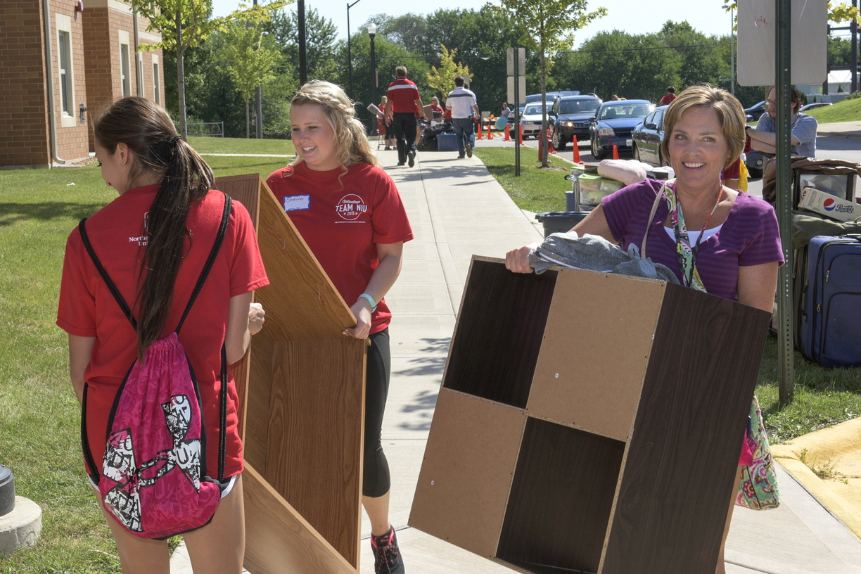 15-MoveInDay-0821-RB-05.jpg
