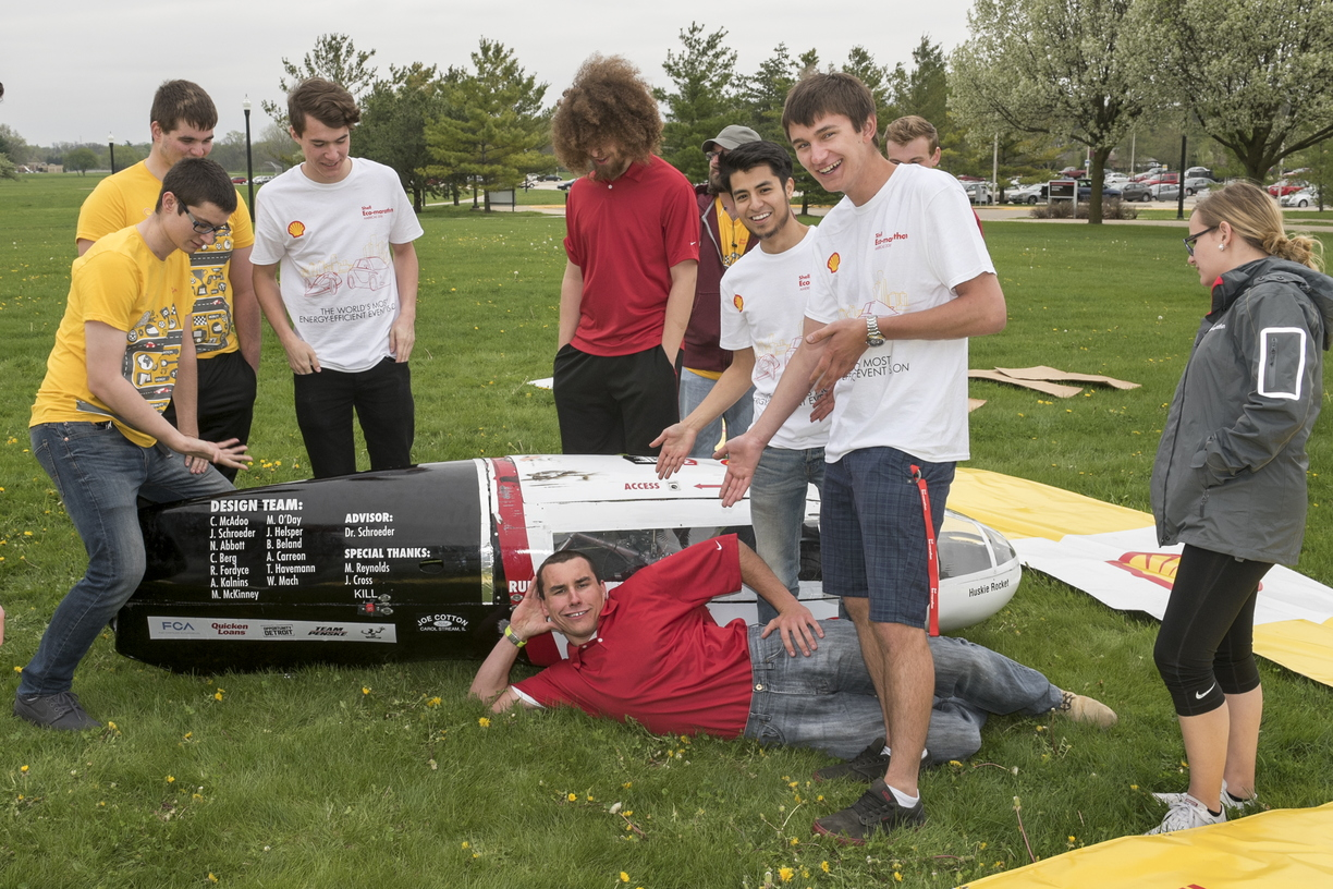 16-CEET-Supermileage-0426-RB-15.jpg