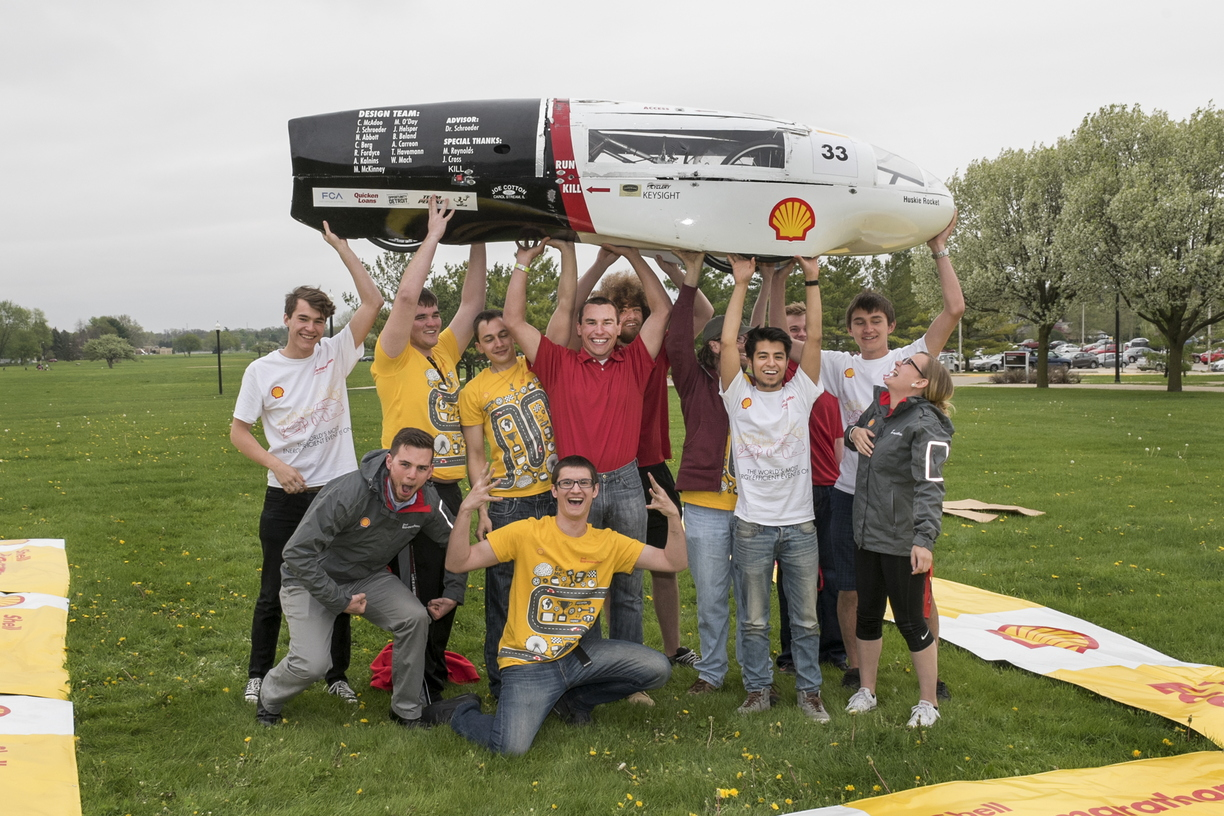 16-CEET-Supermileage-0426-RB-17.jpg
