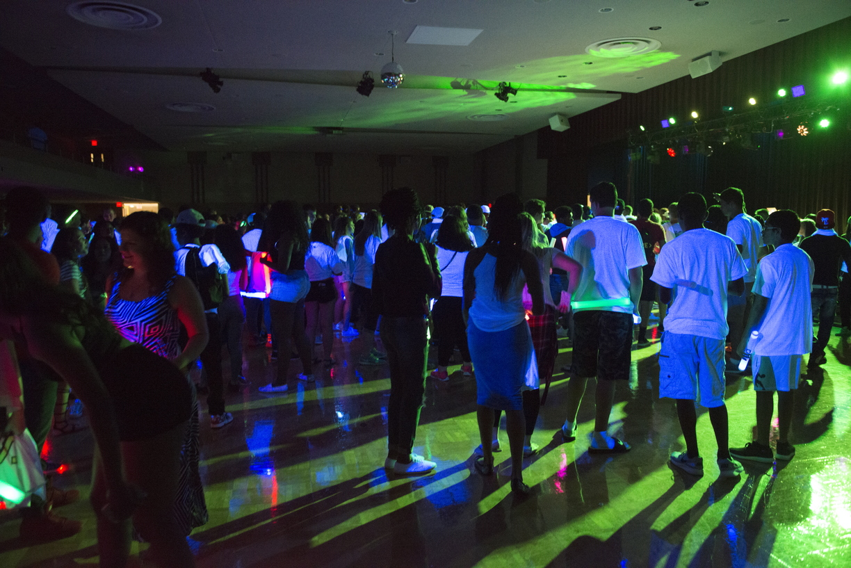 16-Welcome_Days-Glow_Party-0820-WD-015.jpg