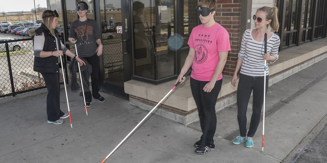 15-CoE-BlindMobility-0414-RB-037
