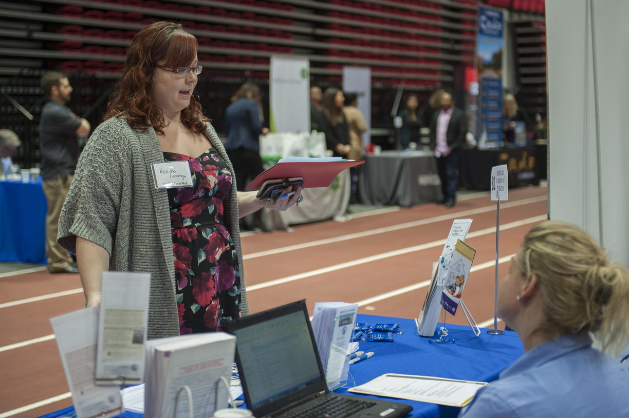 17-Career-Fair-0221-HM-02.jpg