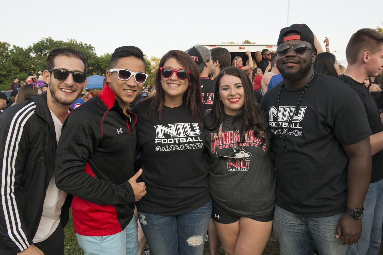 17-Fans_Tailgating-0901-WD-035.jpg