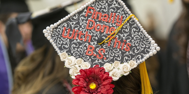 17-Commencement-1217-WD-048