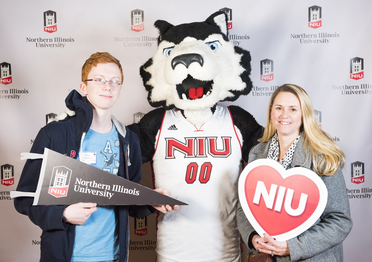 18-Admitted Students Day Photo Booth-0219-DG-028.jpg