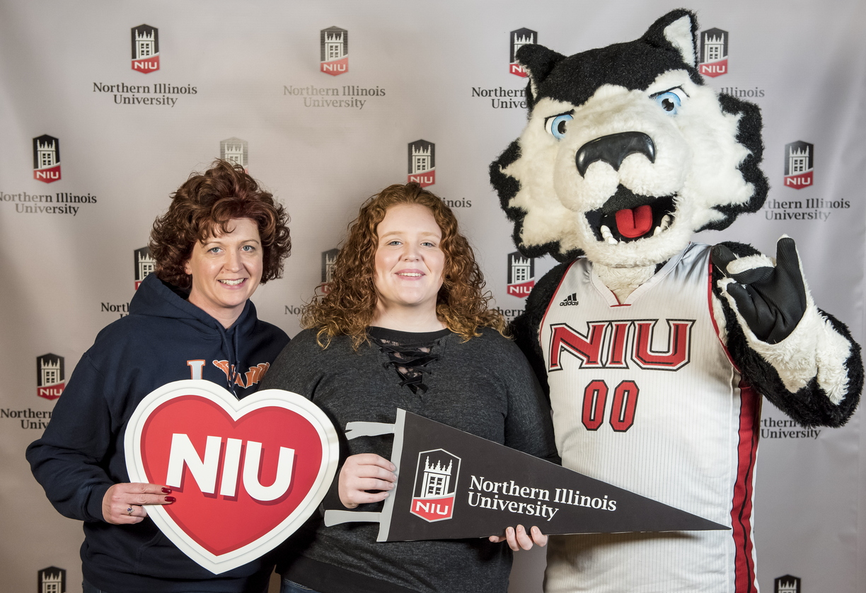 18-Admitted Students Day Photo Booth-0219-DG-045.jpg