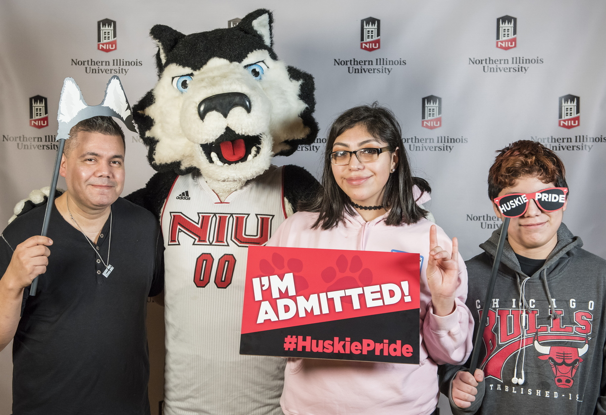 18-Admitted Students Day Photo Booth-0219-DG-053.jpg