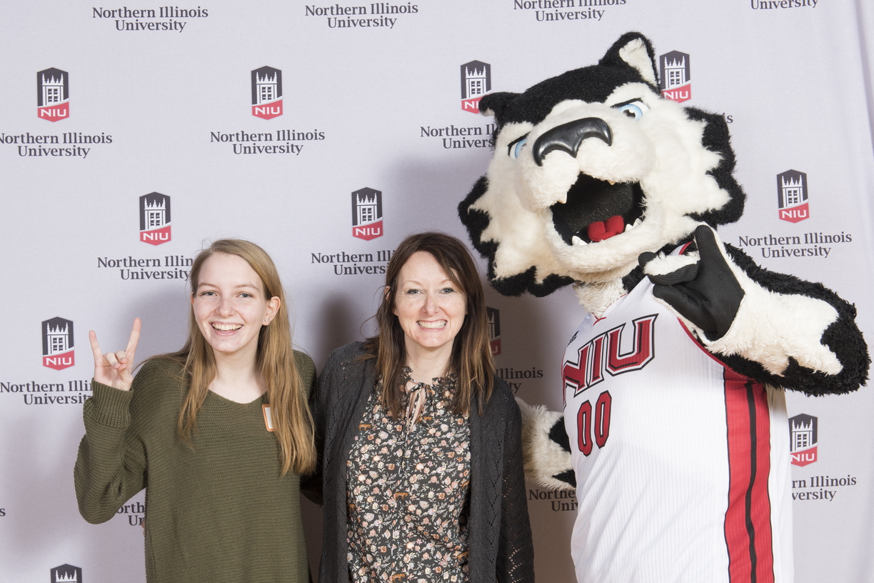18-Admitted_Students_Day_Photobooth-0305-WD-007.jpg
