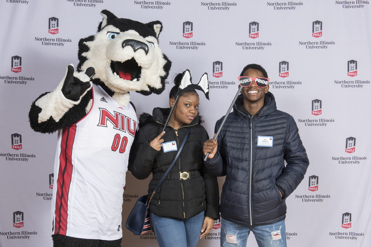 18-Admitted_Students_Day_Photobooth-0305-WD-040.jpg