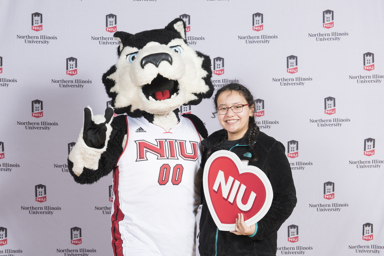 18-Admitted_Students_Day_Photobooth-0305-WD-067.jpg