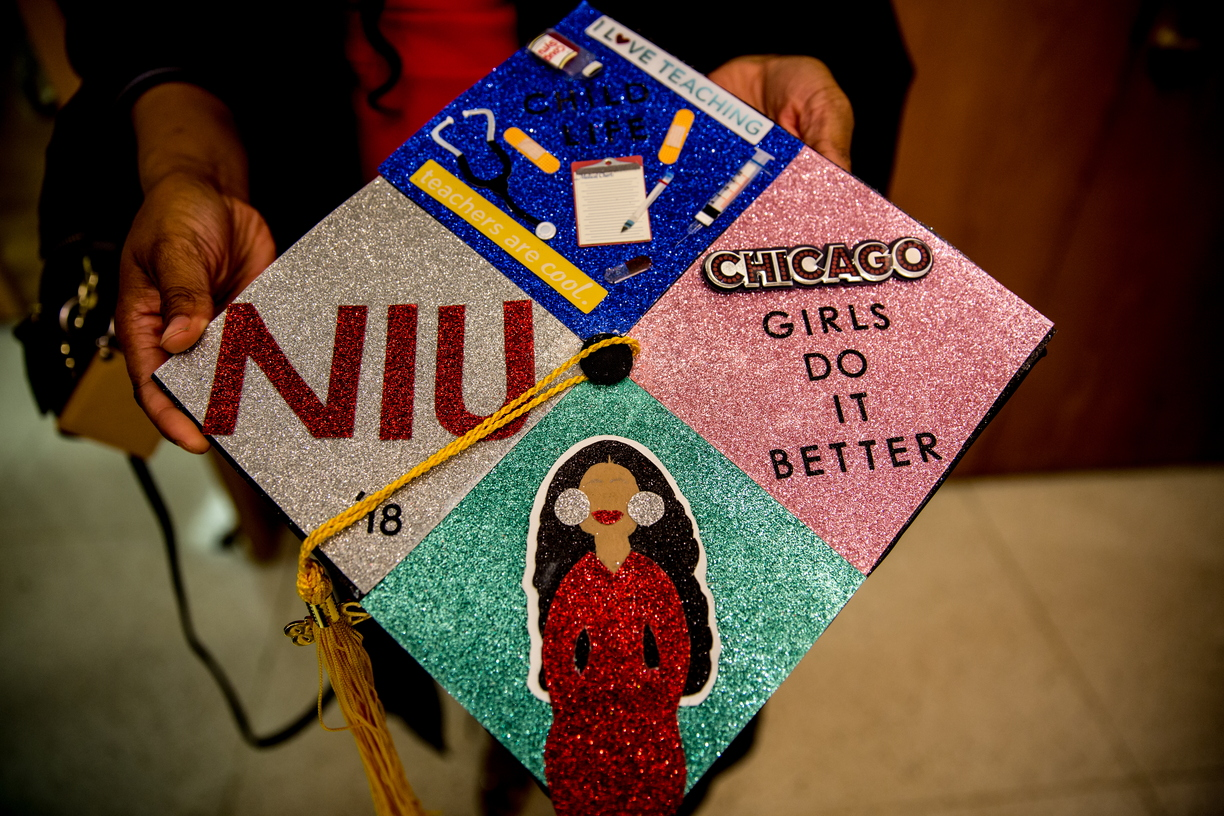 18_BlackGradMortarBoards_0511_MKL_151.jpg