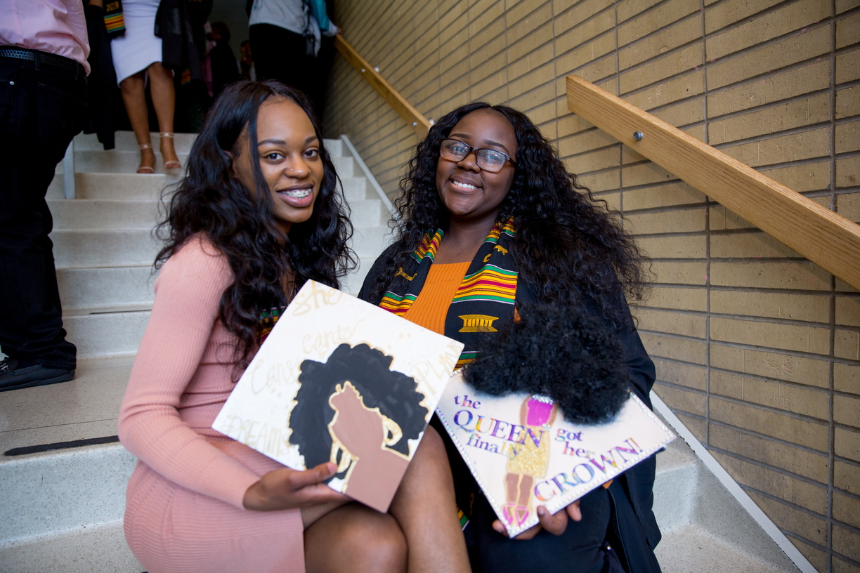 18_BlackGradMortarBoards_0511_MKL_163.jpg