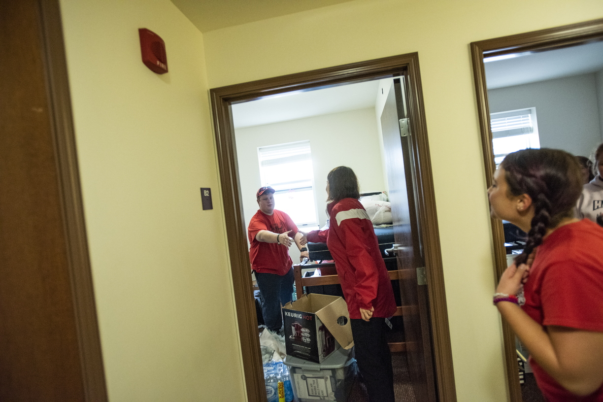 18-Lisa Freeman Moving In New Hall-0824-DG-118.JPG