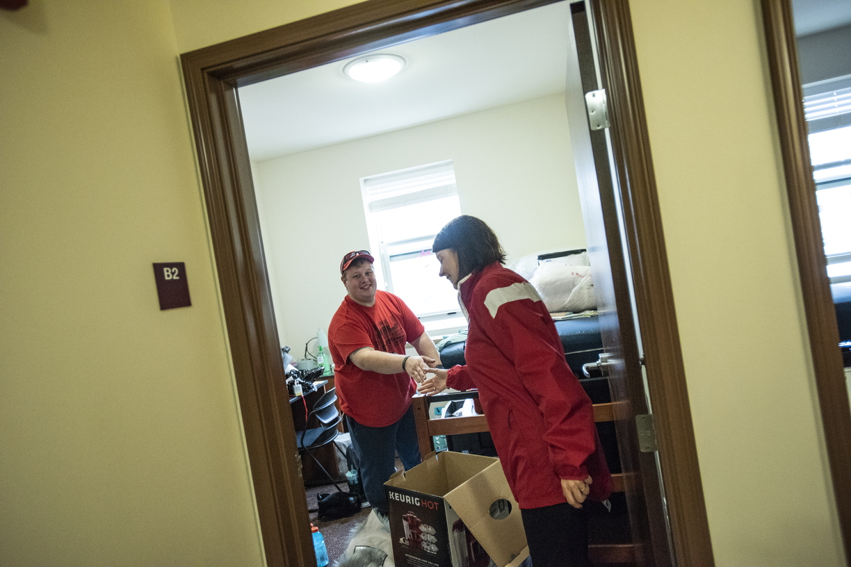 18-Lisa Freeman Moving In New Hall-0824-DG-119.JPG