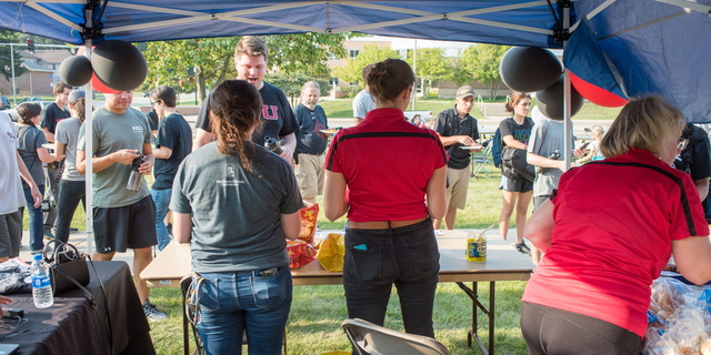 18-Welcome Days- Start NIU Grill Out-0825-LN-9