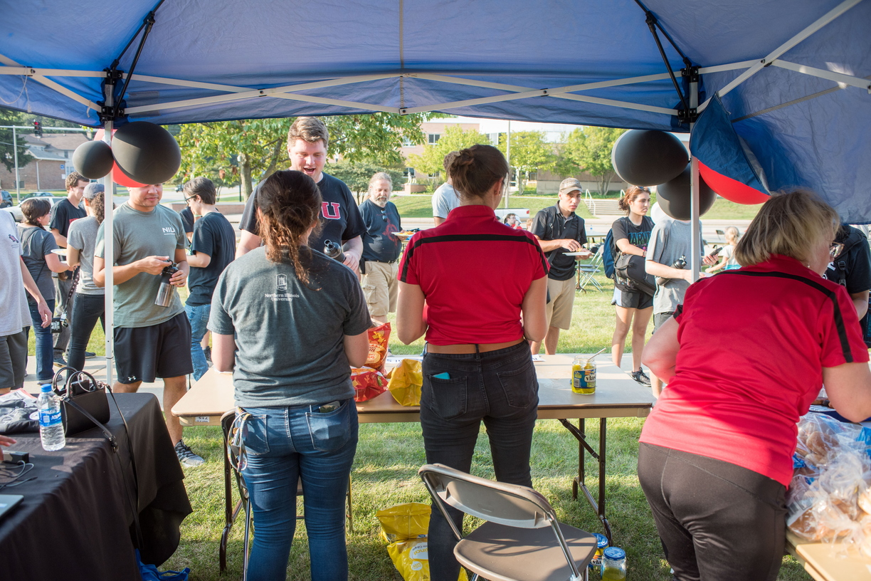 18-Welcome Days- Start NIU Grill Out-0825-LN-9.jpg