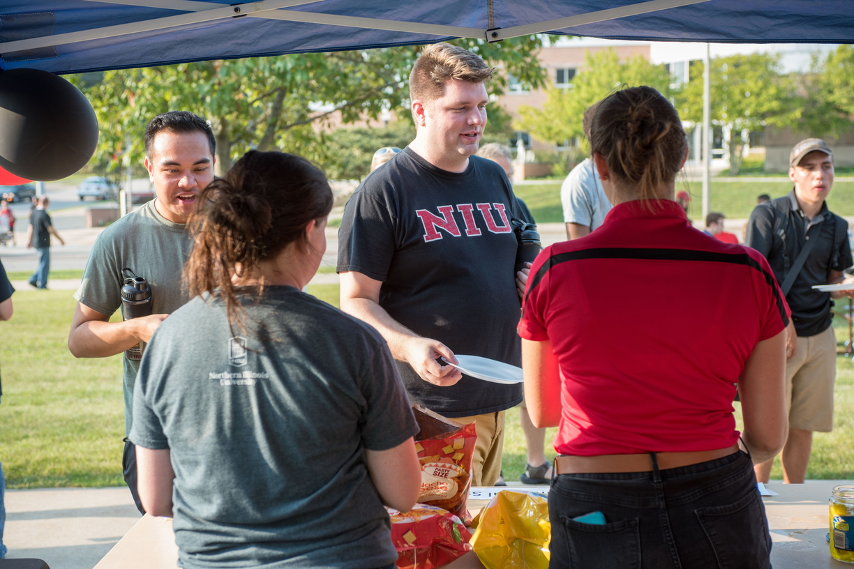 18-Welcome Days- Start NIU Grill Out-0825-LN-10.jpg