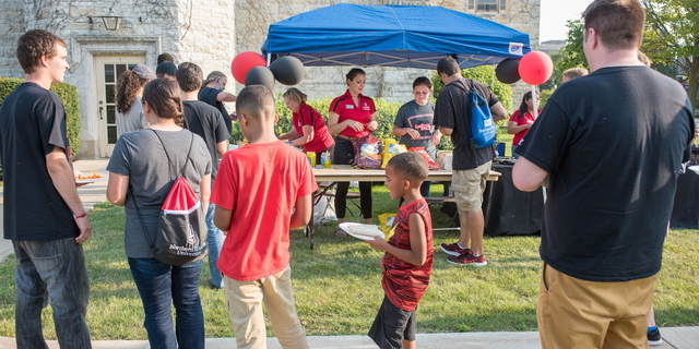 18-Welcome Days- Start NIU Grill Out-0825-LN-13