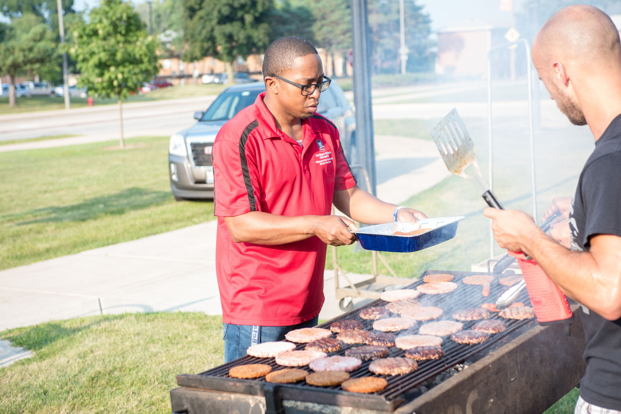 18-Welcome Days- Start NIU Grill Out-0825-LN-20.jpg