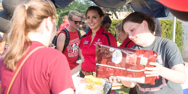 18-Welcome Days- Start NIU Grill Out-0825-LN-21