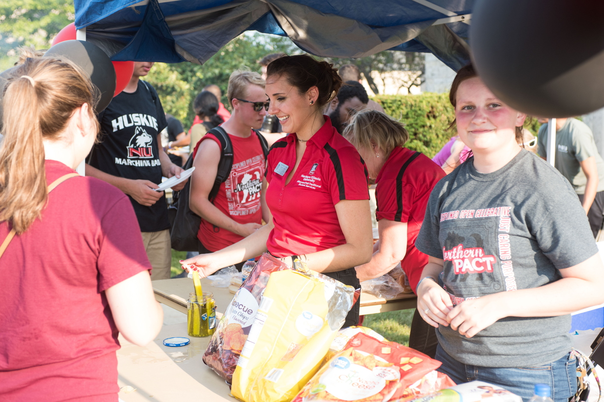 18-Welcome Days- Start NIU Grill Out-0825-LN-22.jpg