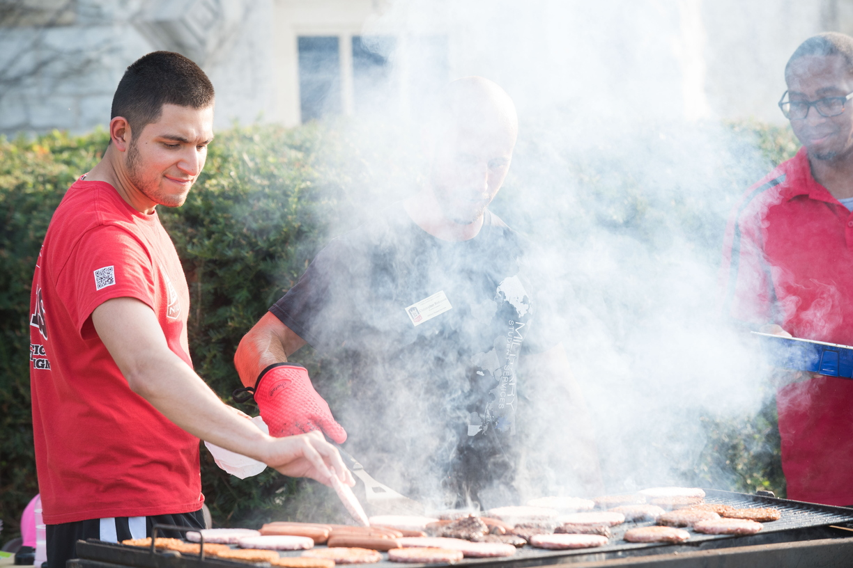 18-Welcome Days- Start NIU Grill Out-0825-LN-27.jpg