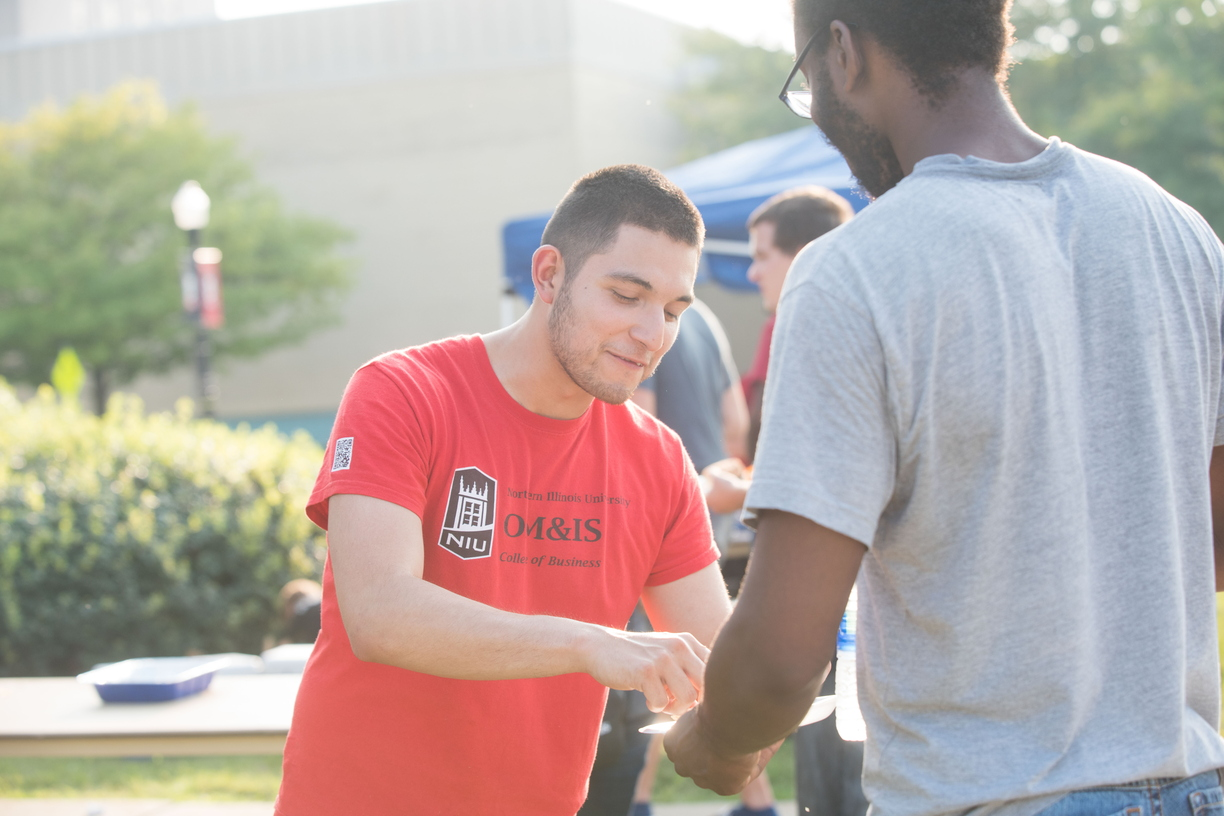 18-Welcome Days- Start NIU Grill Out-0825-LN-28.jpg