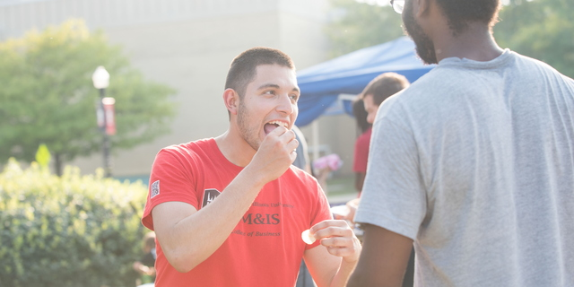 18-Welcome Days- Start NIU Grill Out-0825-LN-30