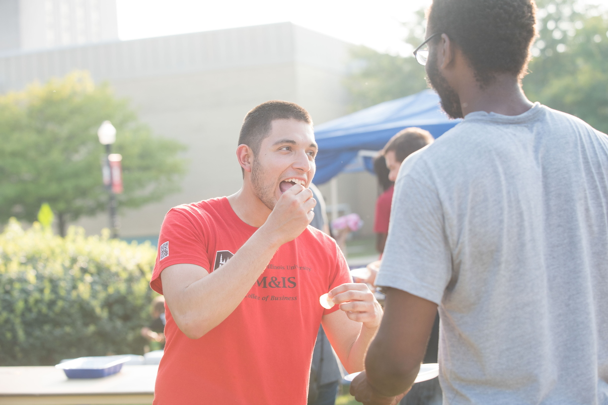 18-Welcome Days- Start NIU Grill Out-0825-LN-30.jpg