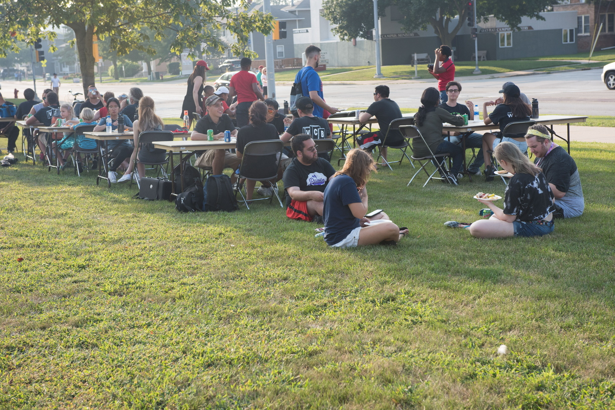 18-Welcome Days- Start NIU Grill Out-0825-LN-36.jpg