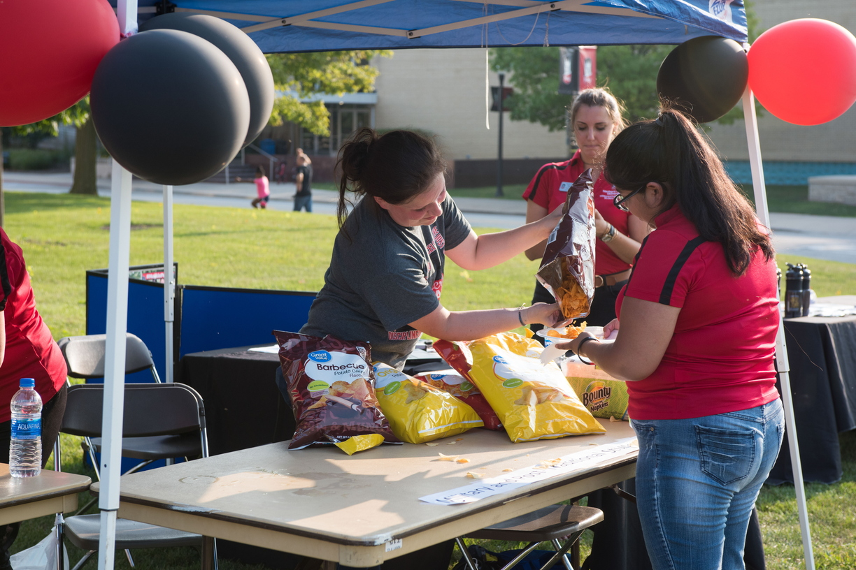 18-Welcome Days- Start NIU Grill Out-0825-LN-38.jpg