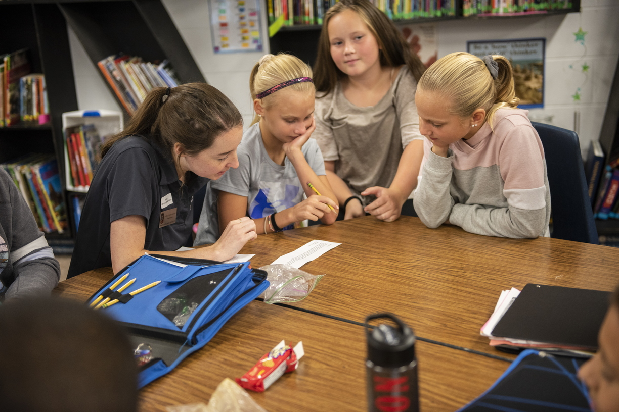 18-Dietetic CHHS Students at North Elementary-0919-DG-050.JPG