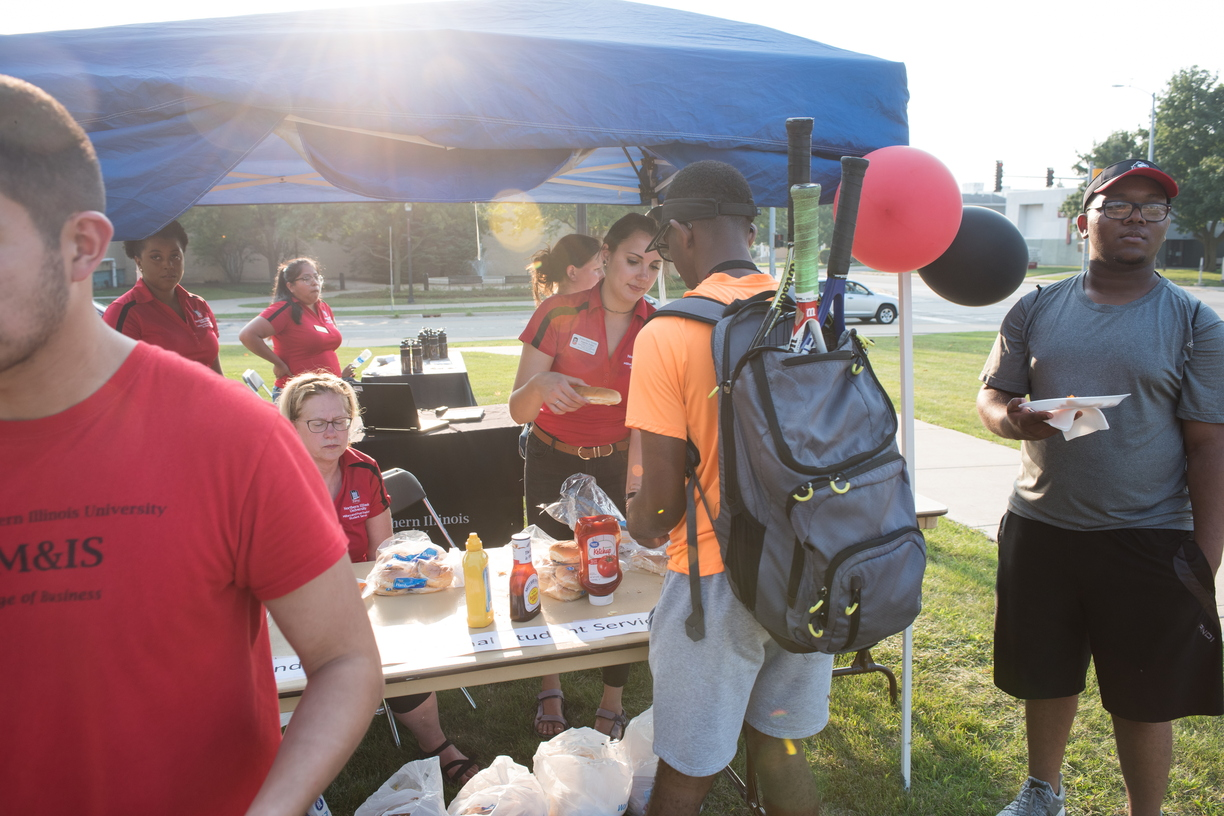 18-Welcome Days- Start NIU Grill Out-0825-LN-58.jpg
