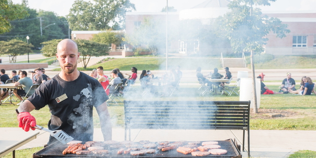 18-Welcome Days- Start NIU Grill Out-0825-LN-48