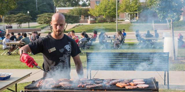 18-Welcome Days- Start NIU Grill Out-0825-LN-47