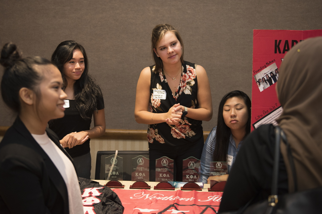 18-Diversity_Reverse_Career_Fair-1003-WD-156.jpg