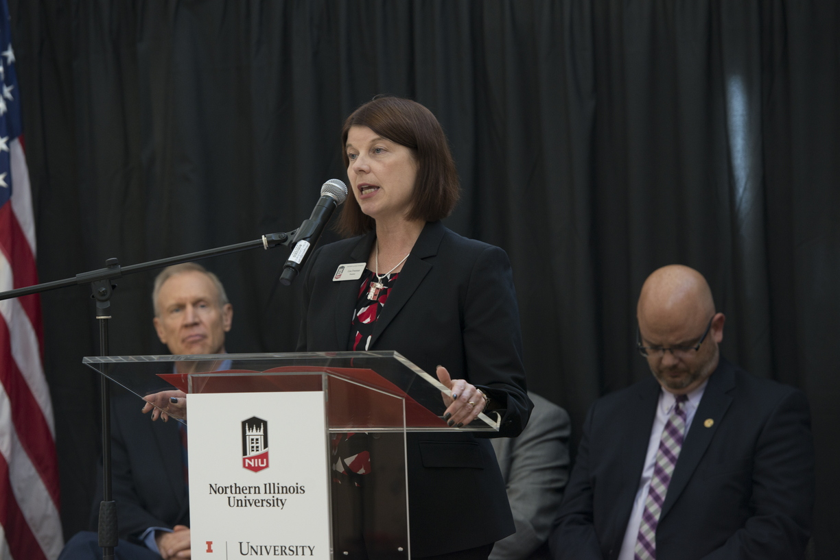 18-NIU-UofI_Announcement-1009-WD-0308.jpg