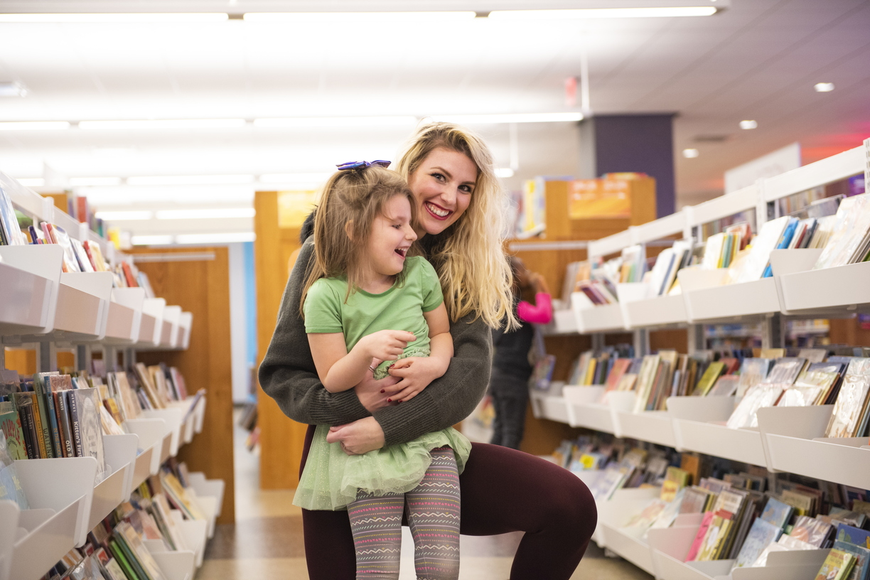 18-Amber Sayles with Rylee in library-1120-DG-021.JPG