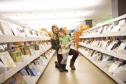 18-Amber Sayles with Rylee in library-1120-DG-022