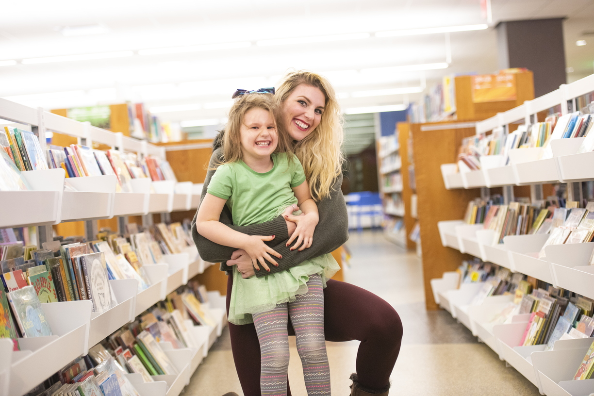 18-Amber Sayles with Rylee in library-1120-DG-038.JPG