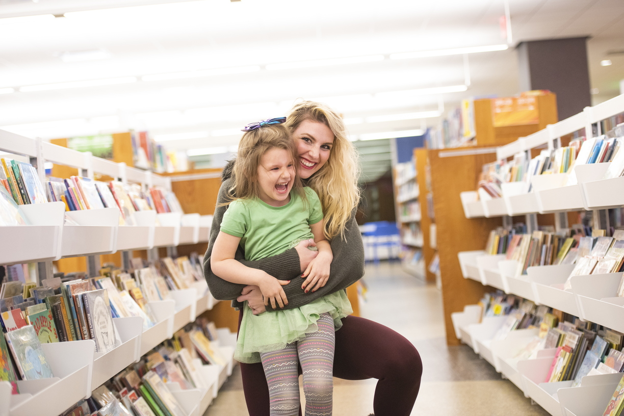 18-Amber Sayles with Rylee in library-1120-DG-039.JPG
