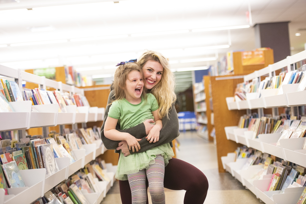 18-Amber Sayles with Rylee in library-1120-DG-040.JPG